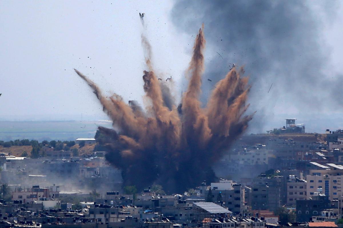 यसरी मरिरहेछन् गाजाका मानिस,  आकाश र जमिनबाट इजरायलको हमला